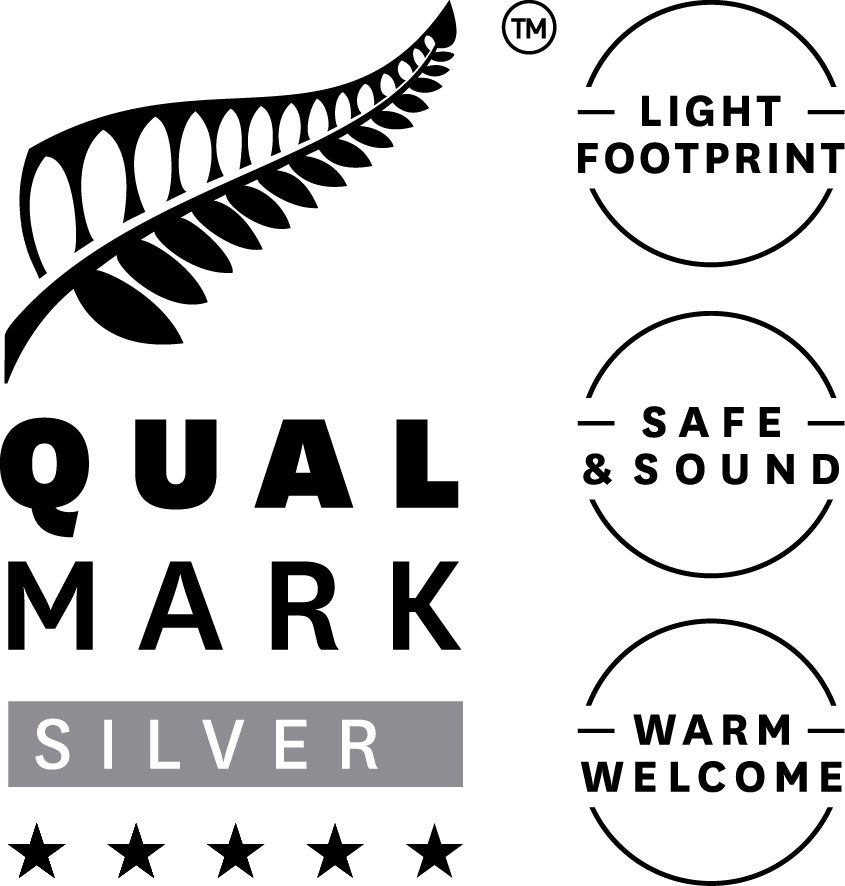 Stacked-Qualmark-5-Star-Silver-Sustainable-Tourism-Business-Award-Logo